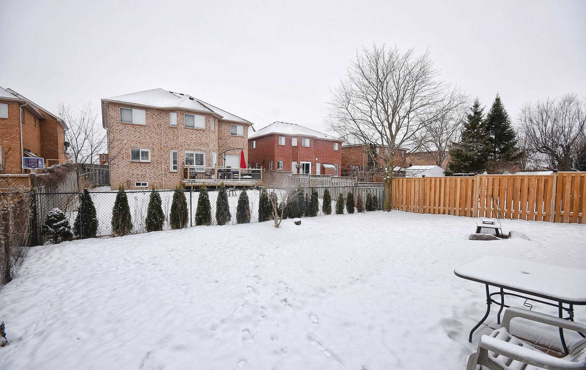 27 Redcastle Cres (11)