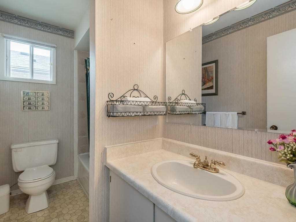 Strange 4 Aurora Pl Brampton 3 Bed 2 Bath House Dwelly Ca Interior Design Ideas Inamawefileorg